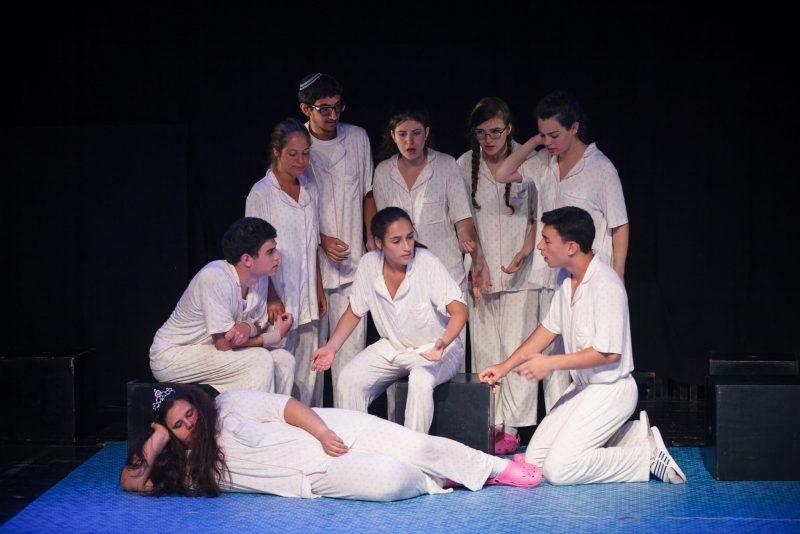 סאני שידלו בוגרת בימת הנוער כפר סבא - מתוך ההצגה בוקר טוב פסיכים שעלתה בסטודיו