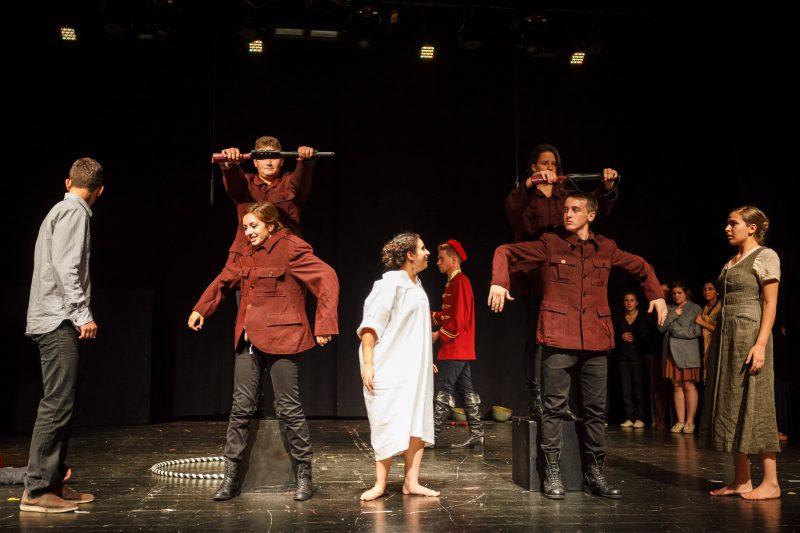 ההצגה הילד חולם במסגרת בית ספר למשחק לנוער - לילדים