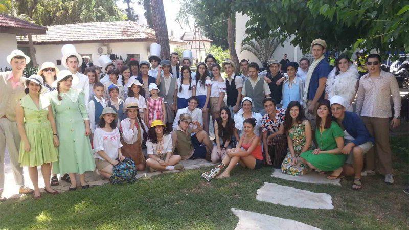 שחקני בימת הנוער במסגרת פעילות קיץ לילדים - לנוער
