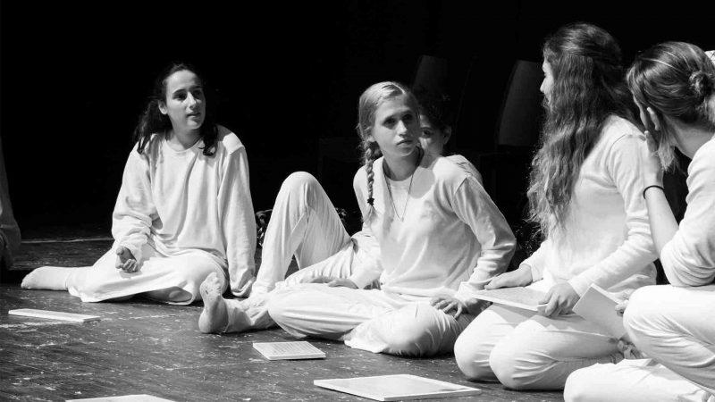 מתוך ההצגה המבול - סאני שידלו - שקד נוי בימת הנוער