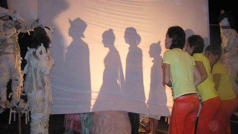 ילדים משחקים בחוג תיאטרון לילדים - לנוער